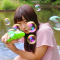 Photos: シャボン玉に夢中!撃っちゃうぞ!