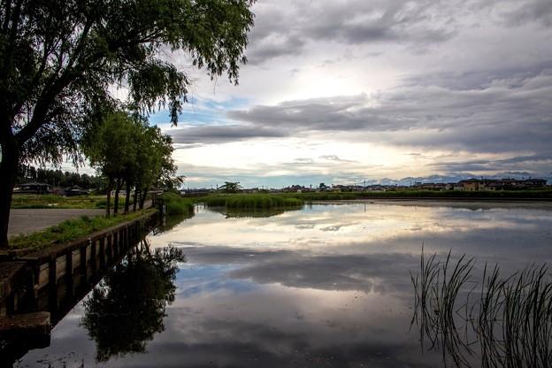雲を浮かべた十二町潟