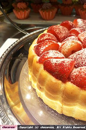 苺たっぷりケーキ