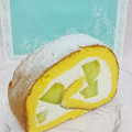 写真: メロンのロールケーキ