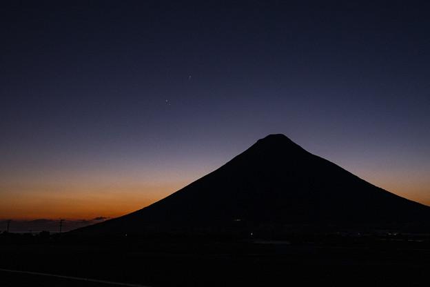 Photos: 開聞岳と木星と土星_保子