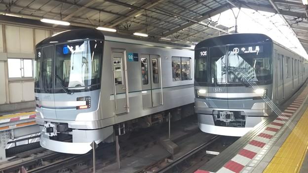 東京メトロ13000系の並びです!