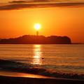 江の島シーキャンドルと日の出