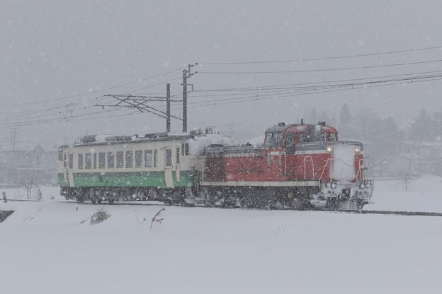 雪まみれの配給列車