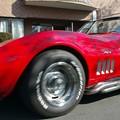 写真: 真っ赤なスポーツカー