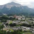写真: 武甲山と町並み