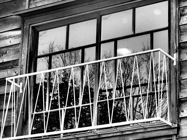 静かな窓辺