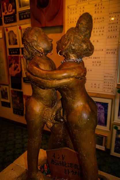 抱き合うエロい人形@栃木・性神の館