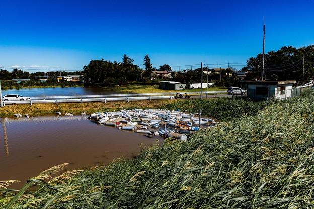 Photos: 流された大量のガスボンベ@桶川