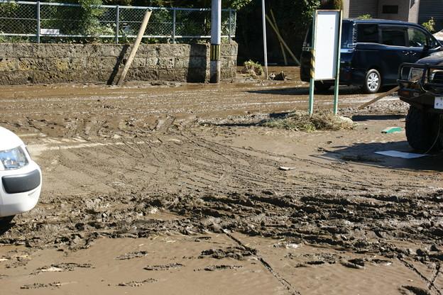 駐車場の泥