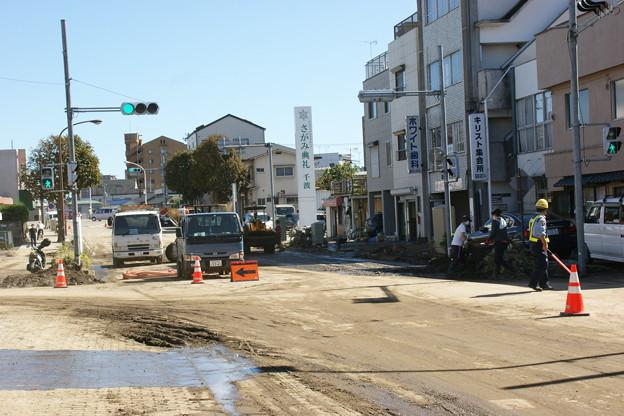 道路の泥撤去中3