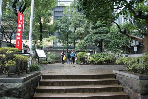 平将門の首塚入口