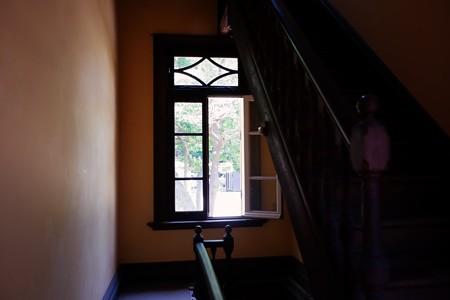 2019.05.30 台東区池之端 旧岩崎邸庭園 階段と窓