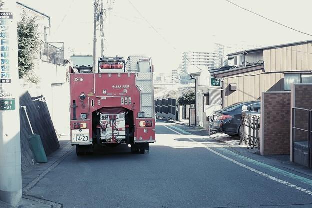 2020.02.13 隣町 行く手に消防車