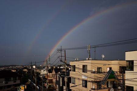 2020.08.13 窓 猛暑の夕にコロナ静まれと虹