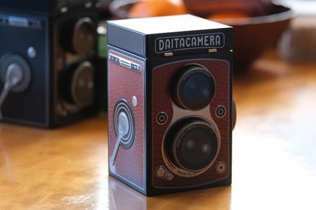 2021.01.08 居間 KALDI オリジナル レフレックスカメラ缶チョコレート 赤