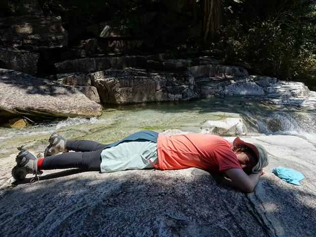 熱くない岩盤浴