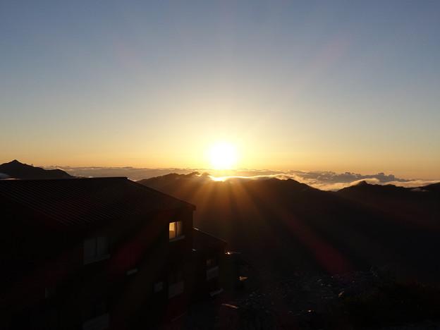 山荘に差す朝の光