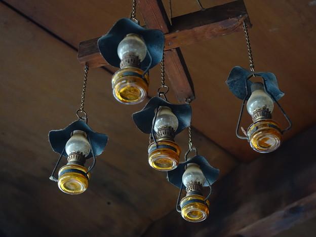 尊仏山荘のランプ