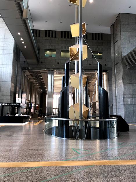 新宿 都庁の第一本庁舎のエントランスのデザイン