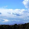 写真: 雲に隠れてしまった富士山・・