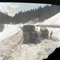 写真: CJ01-代行バスが小雪崩で足止め