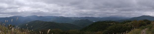 西中国山地の山なみ