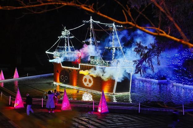 謎の海賊船現る!