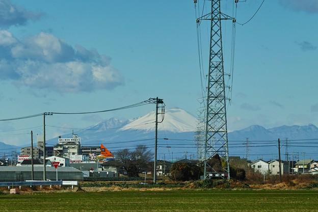 高圧鉄塔と浅間山!