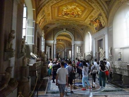 180817-37彫刻の廊下
