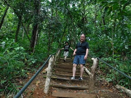 200224-07階段を降りる