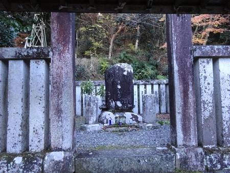 201216-15頼家の墓