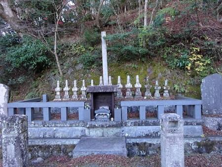 201216-16十三士の墓