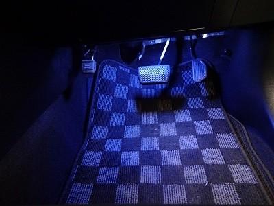 ハリアー フットランプLED取付 青 運転席側