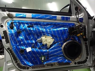 ベンツ W212 フロントドアデッドニング左