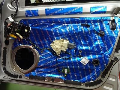 ベンツ W212 フロントドアデッドニング右