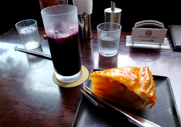 ブドウジュースとアップルパイ