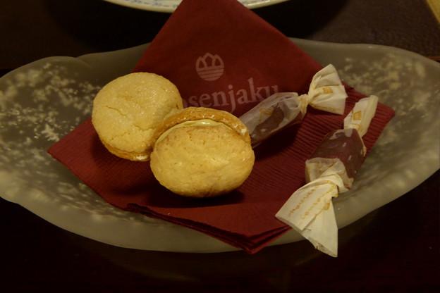 9ホテル自家製の小菓子