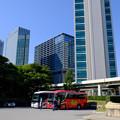 Photos: 2ビルと観光バス