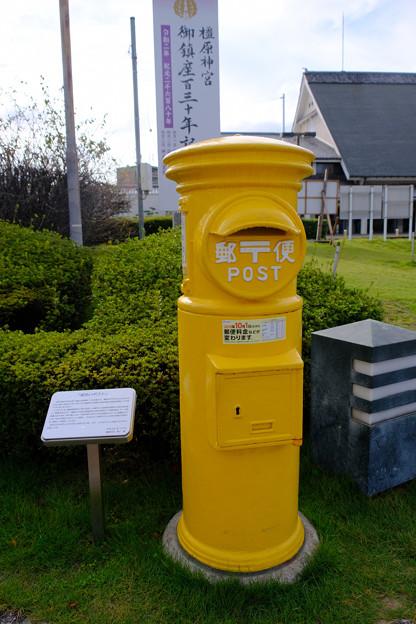 駅前には黄色いポスト