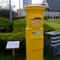 Photos: 駅前には黄色いポスト