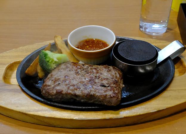 ランチはハンバーグステーキ