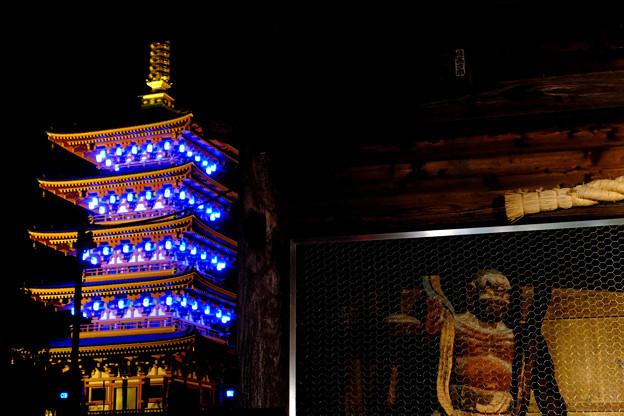 五重塔と仁王