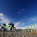 青空とバイク