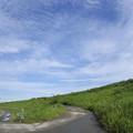 Photos: 秋空と堤防
