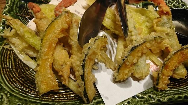 (8)揚げ物  殻ごと食べられるソフトシェルクラブと旬野菜の白扇(ハクセン)揚げ
