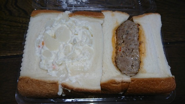 お持ち帰りのサンドイッチ