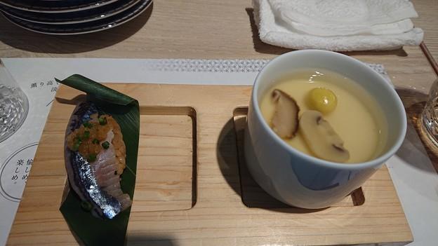 秋刀魚の握りと季節の茶碗蒸し