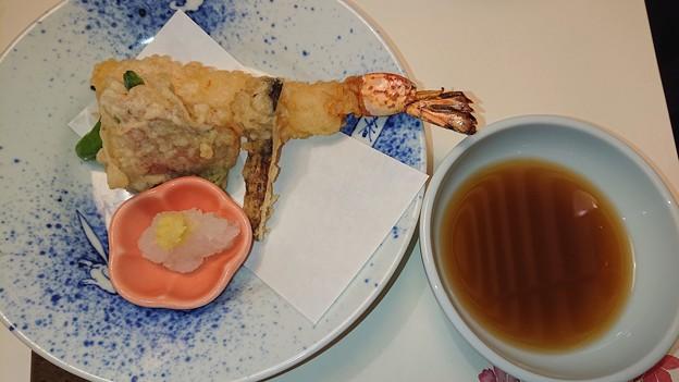 (13)大海老と松茸の天婦羅・金目鯛の菊菜揚げ