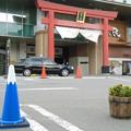 写真: 富士山駅と富士山コーン